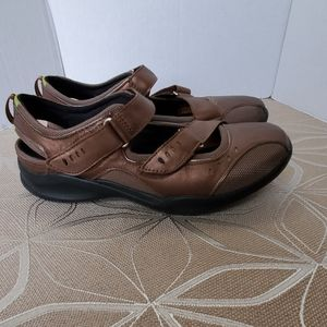 Clarks Leather Walking Shoes 7W